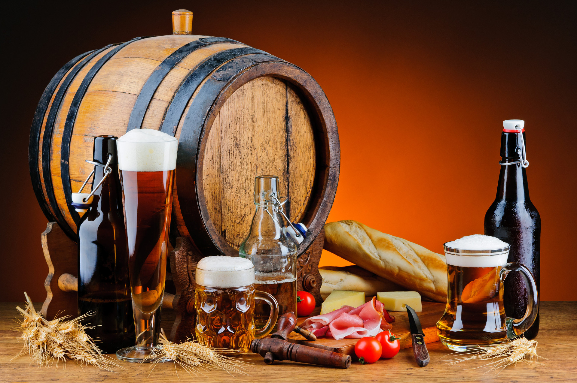 photo graph of beer glasses and cask