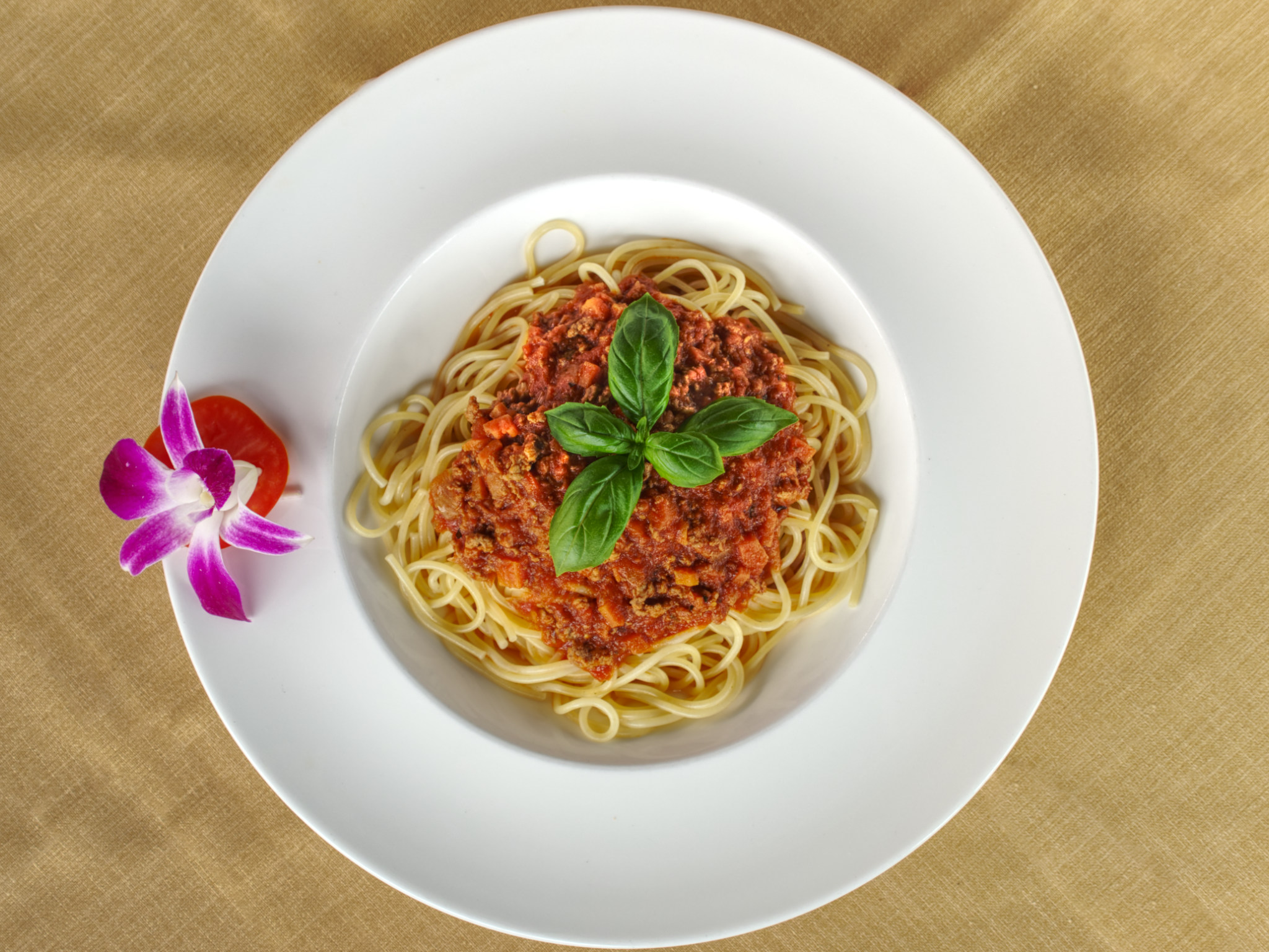 photograph birds eye view of plate of spaghetti bolognese